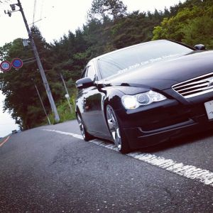 日本を代表する上級セダン、トヨタマークXの燃費はどのくらい?のサムネイル画像