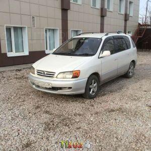 手軽に乗れる!トヨタのミニバン・イプサムの燃費はどのくらい?のサムネイル画像