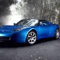 【テスラロードスター】テスラ初の市販車は進化し続けるスポーツカーのサムネイル画像