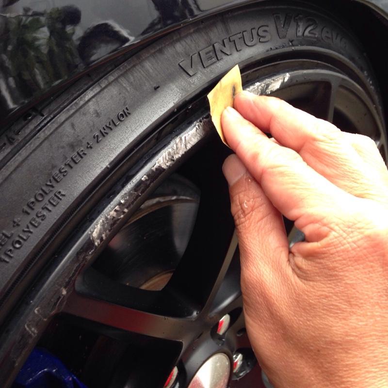 ホイール 傷 修理 ガリ アルミ ホイールのガリ傷はDIYで修理できる? 富山・金沢のホイール修理、リバレルならトータルリペアカラー