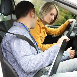 仮免許で運転する際、必ず守らなければならない規則があります。の画像